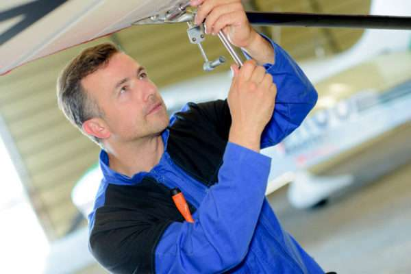 How Much Do Aircraft Mechanics Earn?